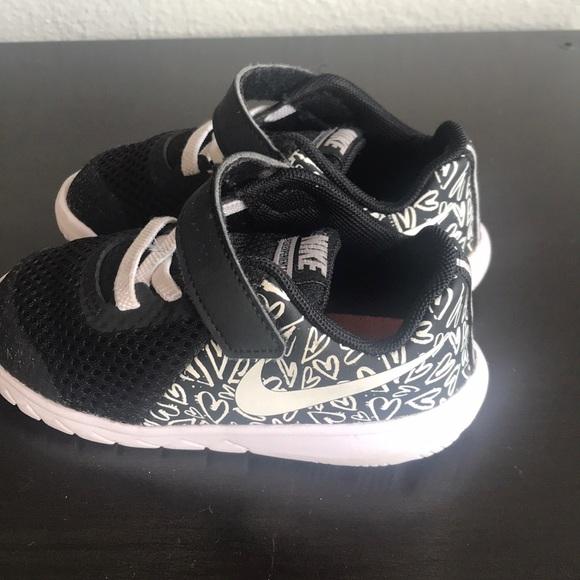 210710eff56b8 Nike Flex Experience Velcro Heart Toddler sz 7. M 5c352c9f2e1478ca460ee344